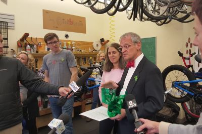 Earl blumenauer salt and straw bikes slntxb