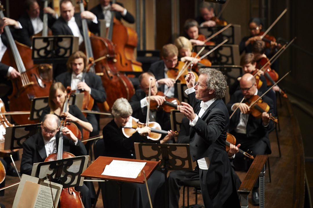 Franz welser mo st and the cleveland orchestra photo by roger mastroianni ddj9wc