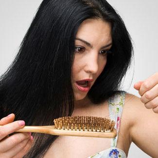 Woman suffering from hair loss ugfoaj