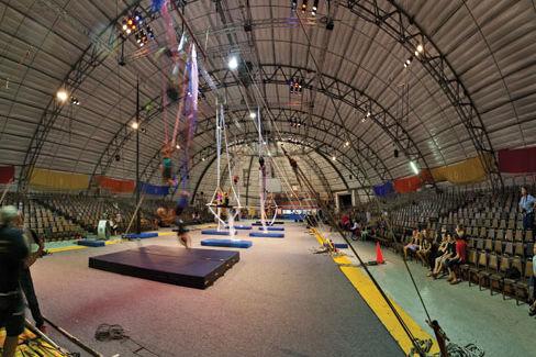 Hi circus b94yuu