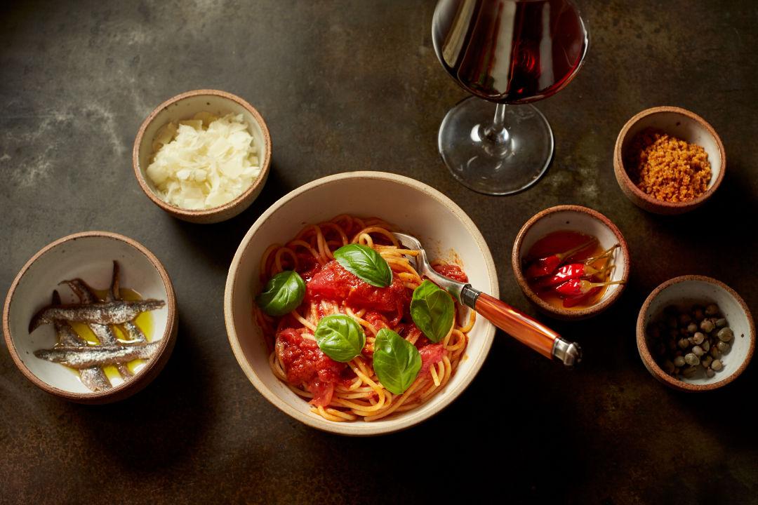 04 simple spaghetti like cathy had in campania  likely a menu staple rxmy1a