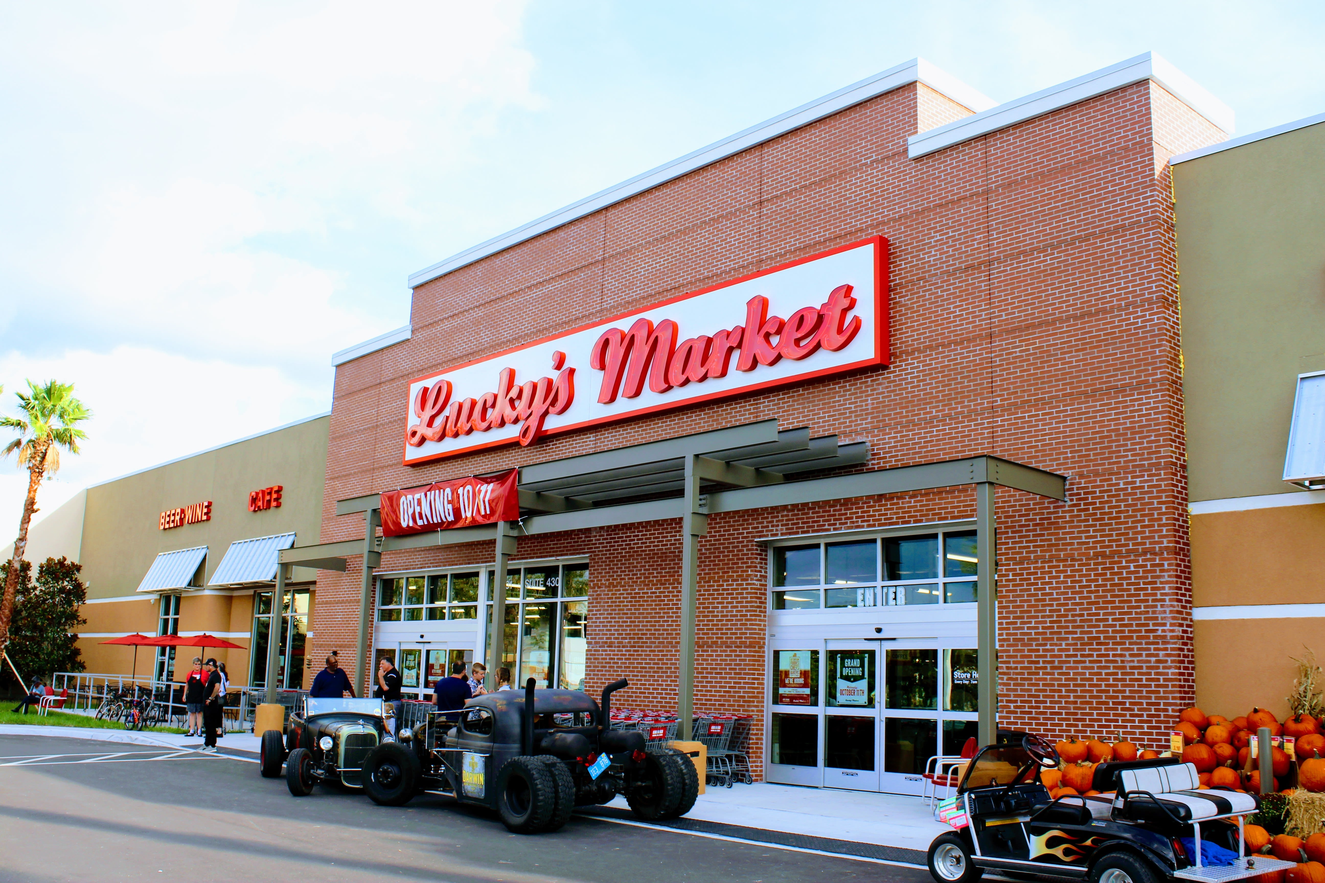 Lucky s market  1  at6zm2