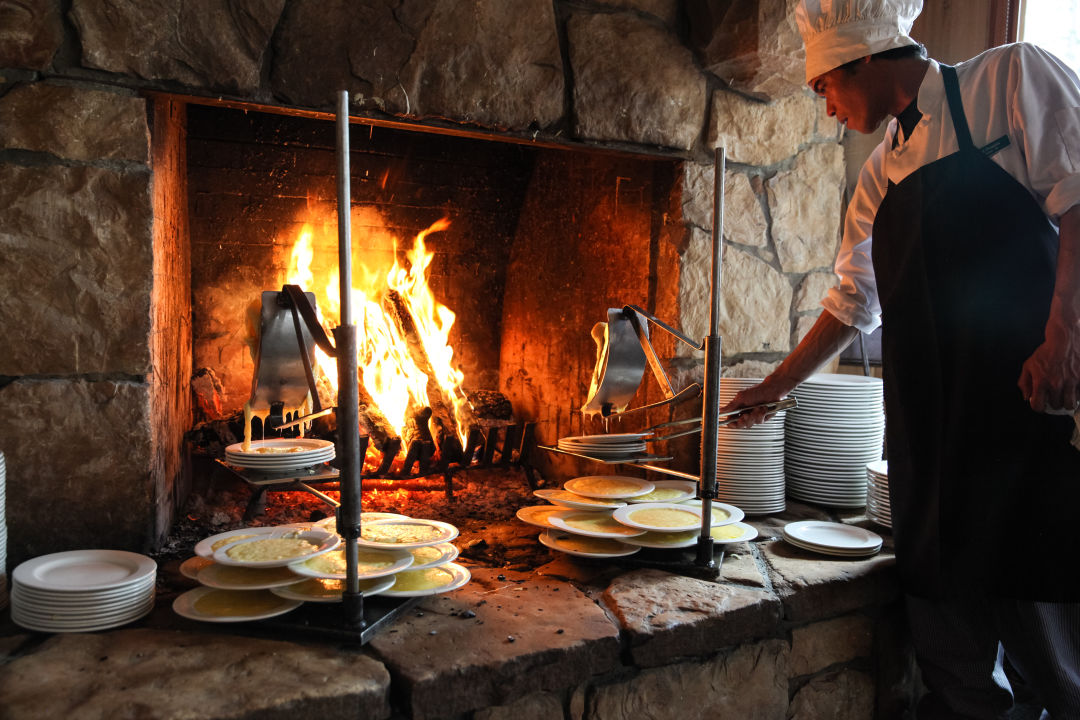 278 deer valley resort winter fireside dining dj5q8b