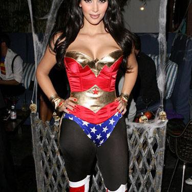 Kim kardashian wi halloween lg 18292898 bfzkmq
