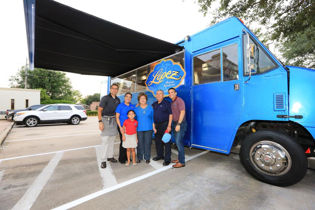 2017 lopez mexican restaurant dulce de lopez dessert truck with lopez family w00cpa