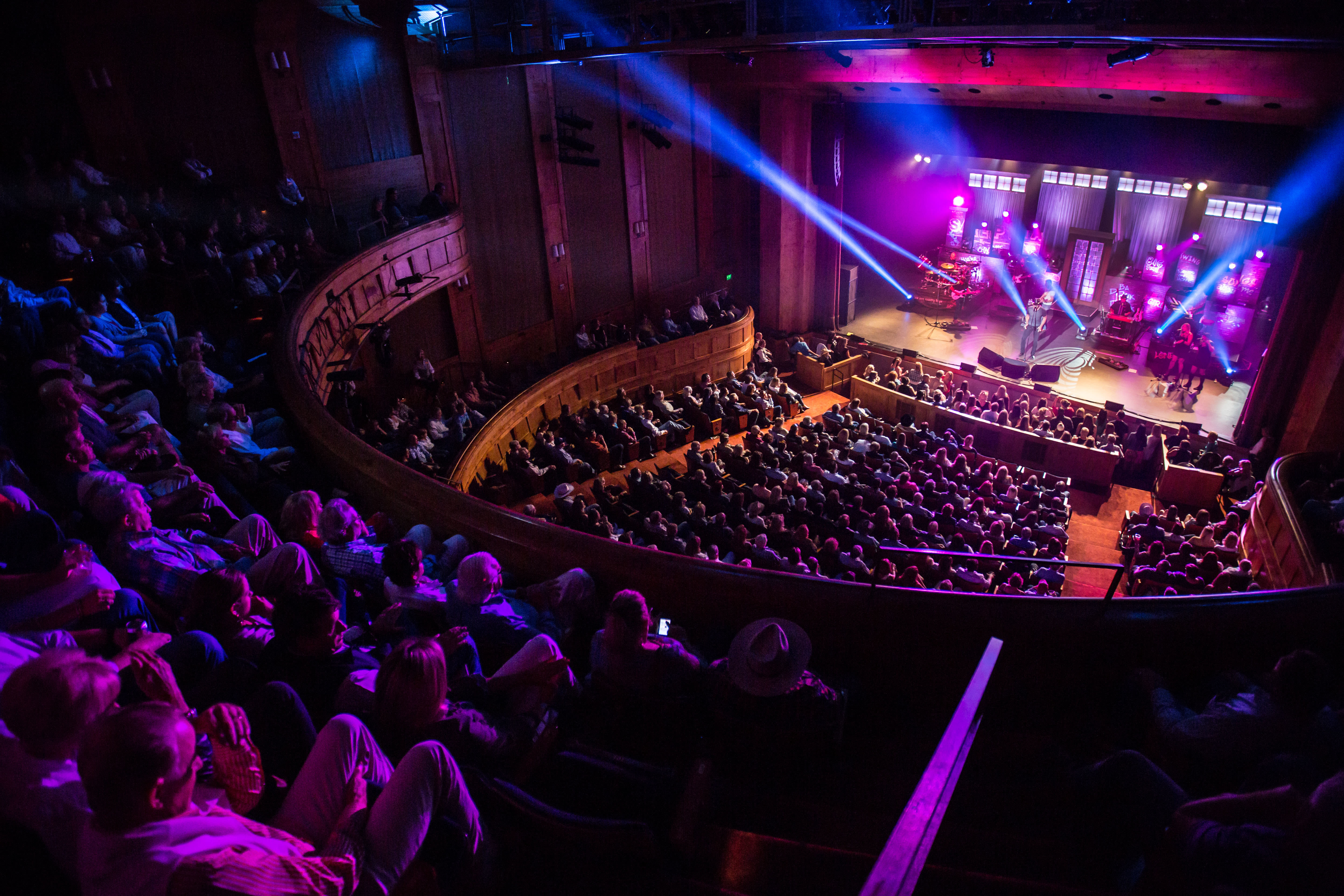Vpac venue branding shot photo zach mahone artist trace adkins summer 2014  2  dxrmhv