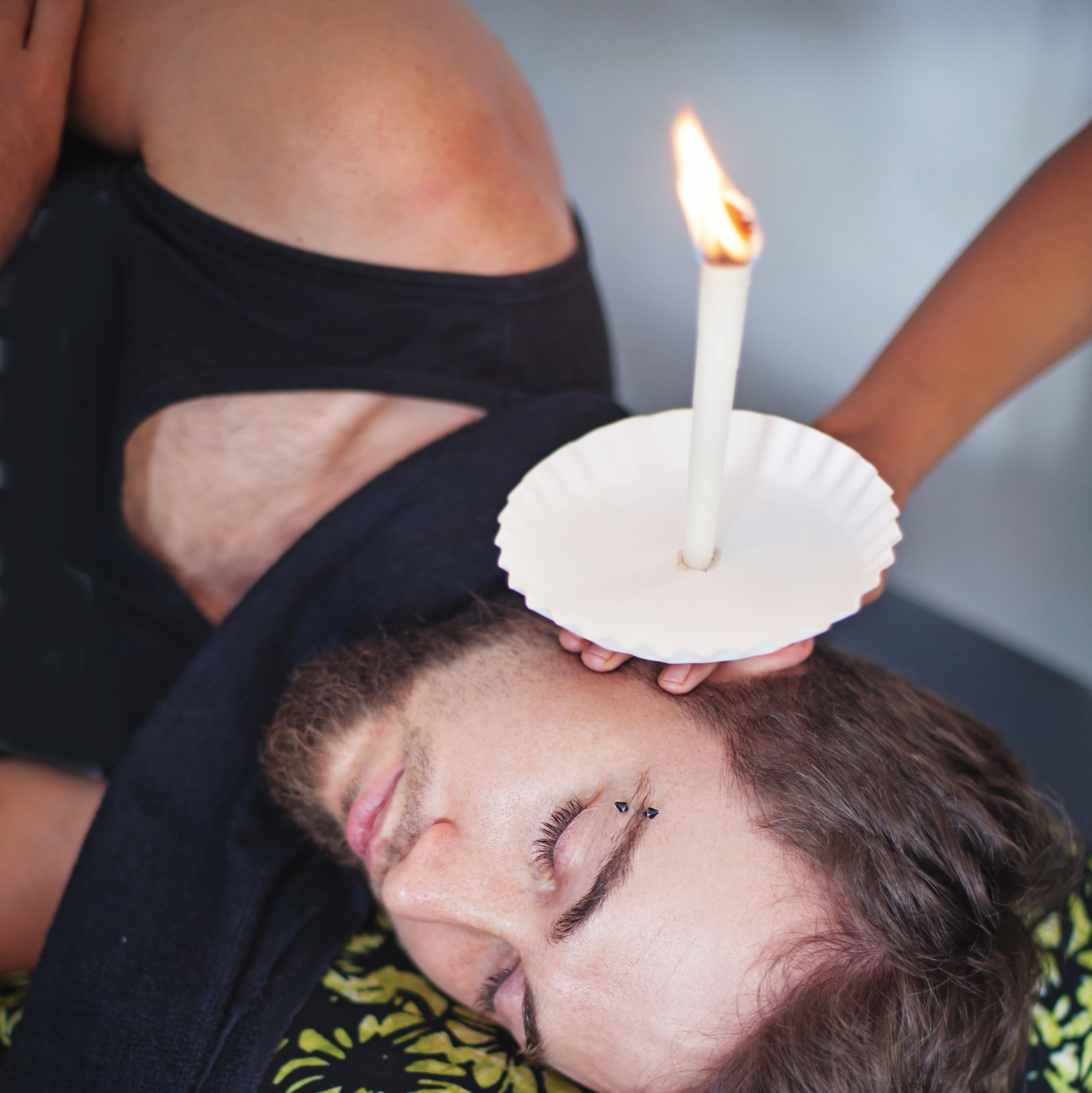 0617 ear candling alternative medicine oovxdp