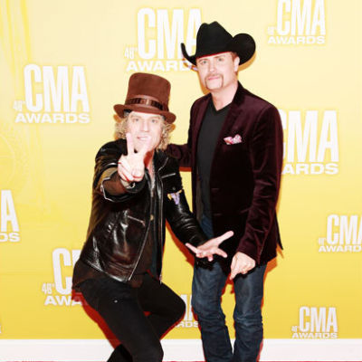 2620739 big kenny john rich cma awards 617 600 tood1v