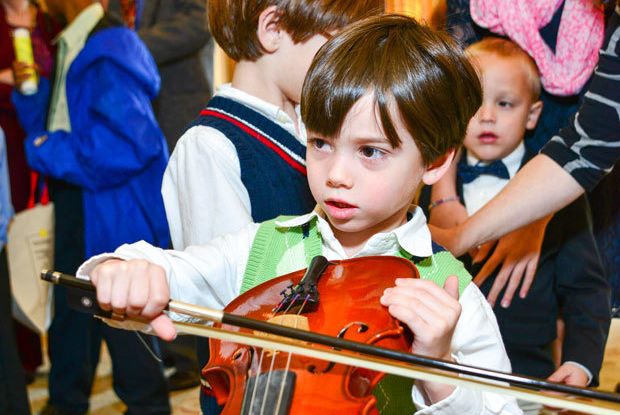 07 charles denechaud with violin at instrument petting zoo credit michelle watson vpxsyn