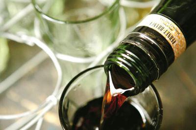 0705 pg143 pour wine z5gesk
