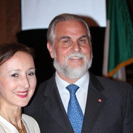 Consul general of italy dr. gloria bellelli and maestro derenzi 2 catryv