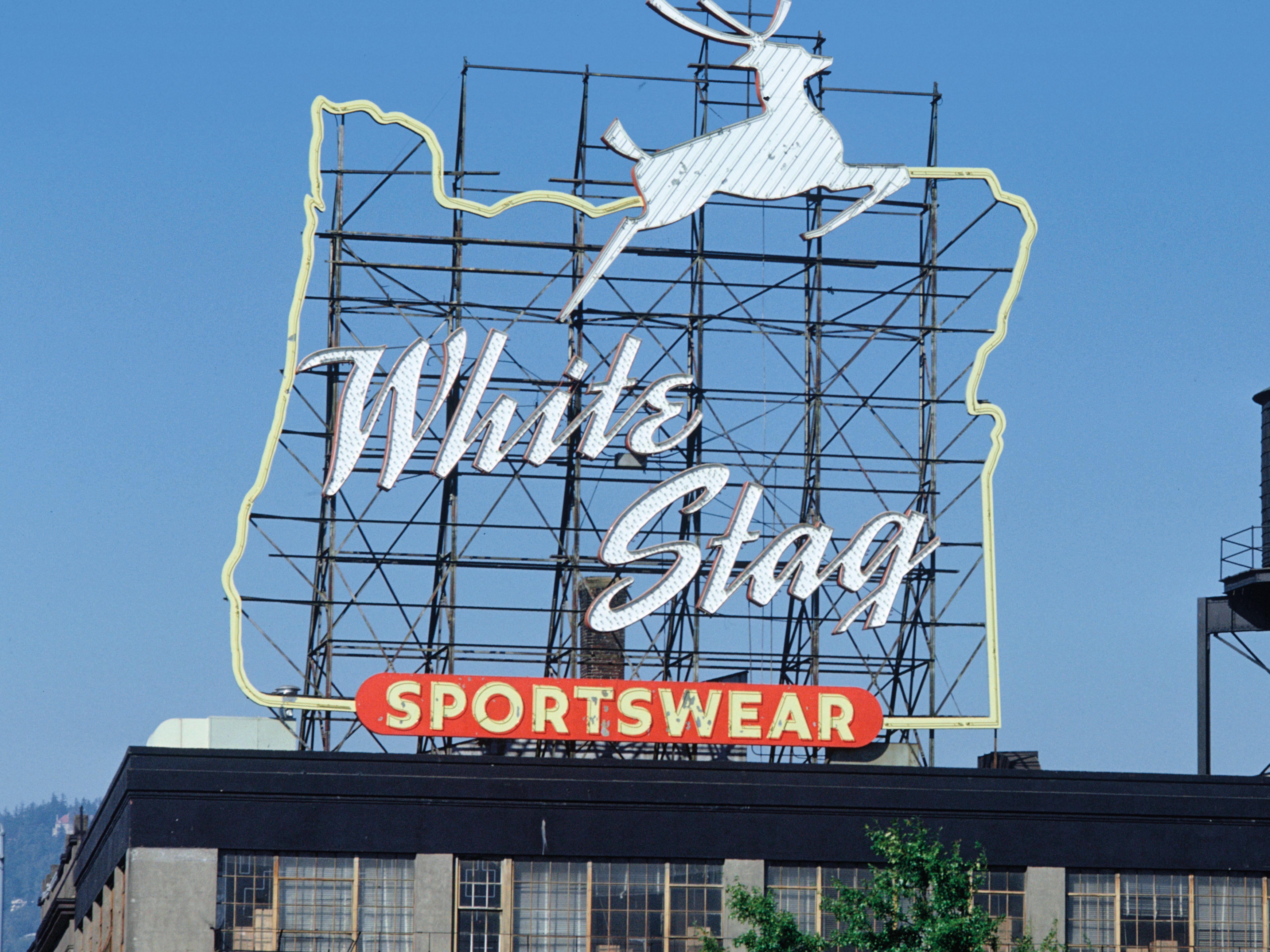 Pomo 0217 white stag sign fasmsi