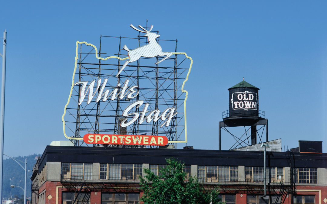 Pomo 0217 white stag sign fasmsi
