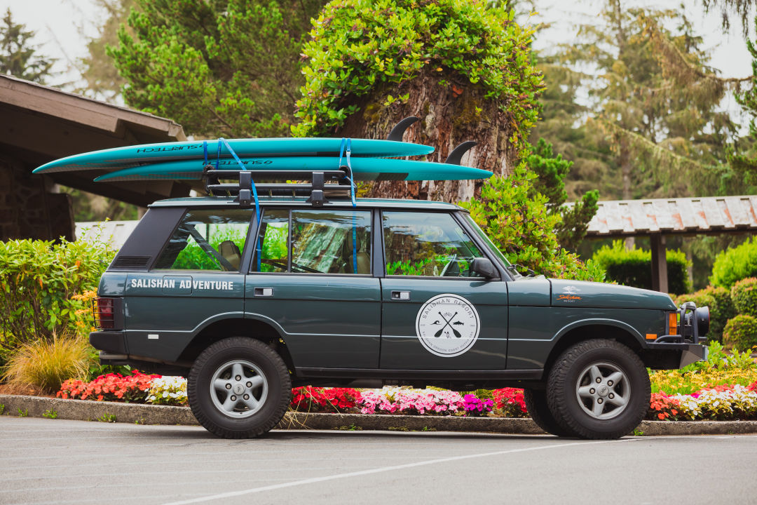 Jeep Rover with stand-up paddleboards on roof