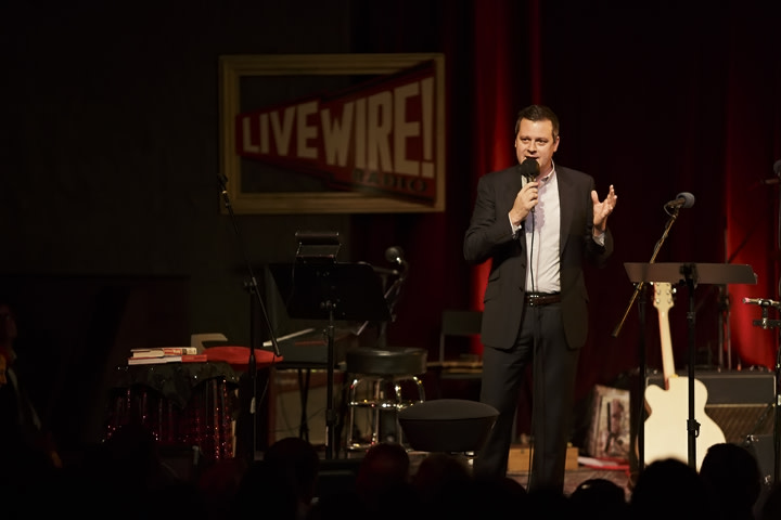 Live wire host host luke burbank by jennie baker photography  2  sqdnvc