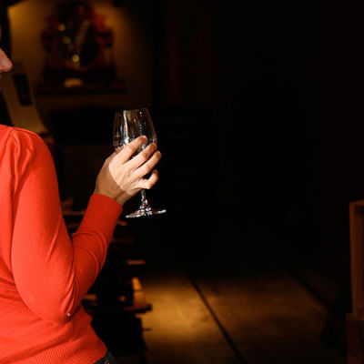 Amy wineglass hbqdah
