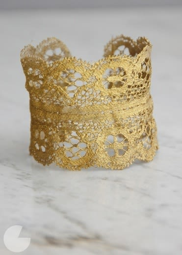Golden lace cuff znwu7r