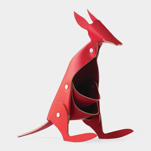Amigo kangaroo at moma detris