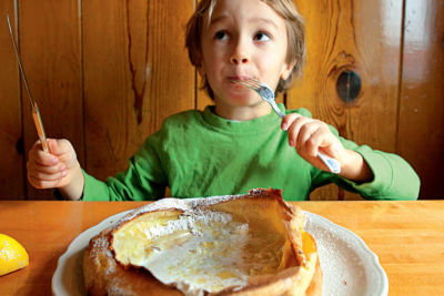 Boy eating breakfast h7qehl