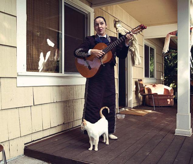 Edna cat outside seujcj