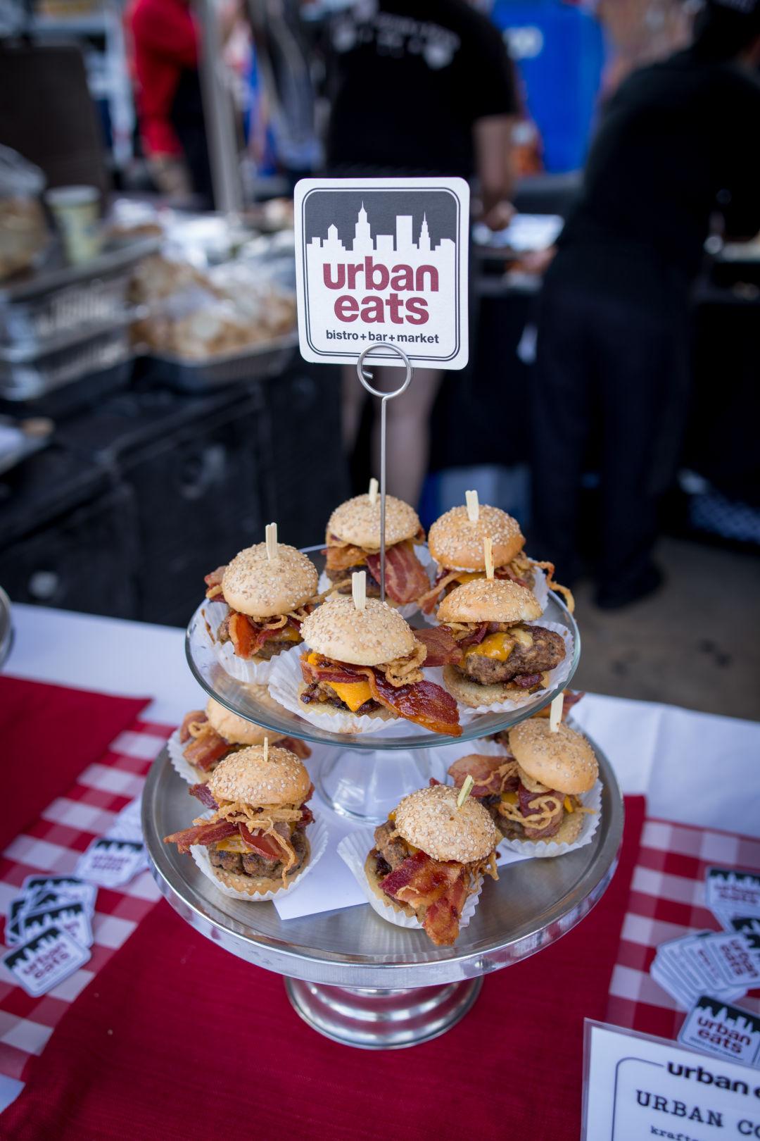 Urban eats burger display r9czvy