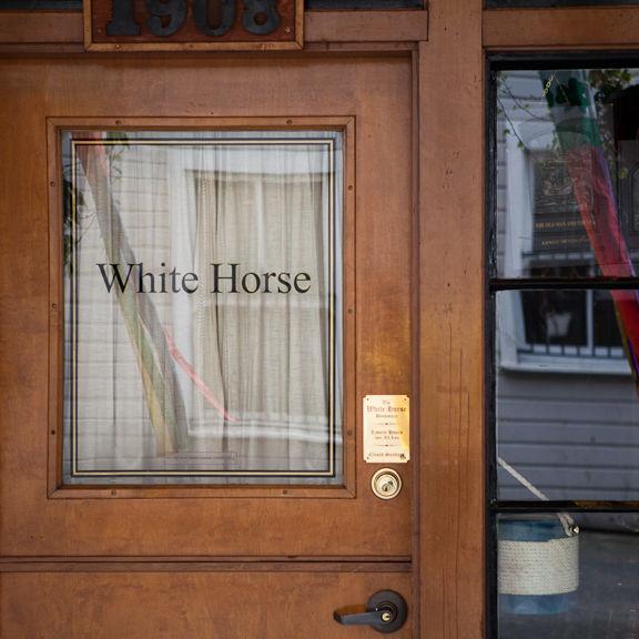 110218 la barsigns whitehorse gcu8r4