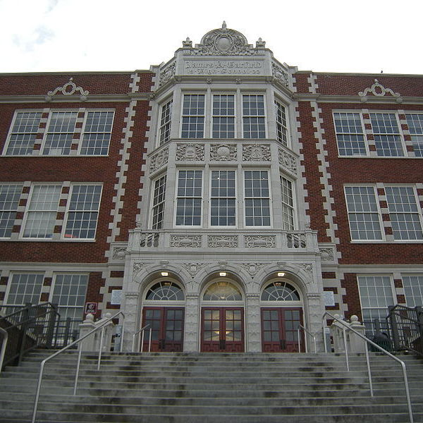 800px seattle   garfield high school 06 pvshdi