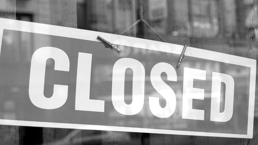 1112 six 89 closed sign qyz6xt