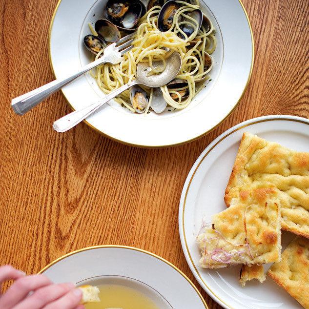 Pasta onion focaccia cappelletti icwzbt l6whnz