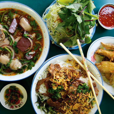 11 060 around world bun bo hue awm16d