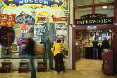 Giant shoe museum pike place market dv4m8c