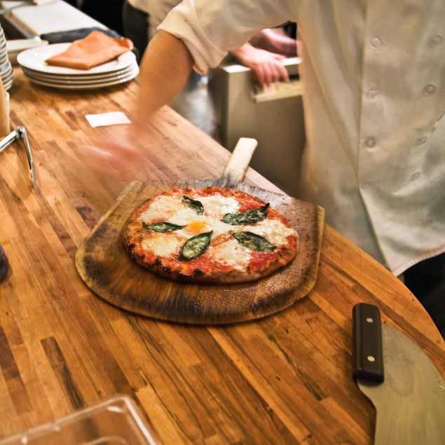 0804 pg187 dine pizza cyq17j