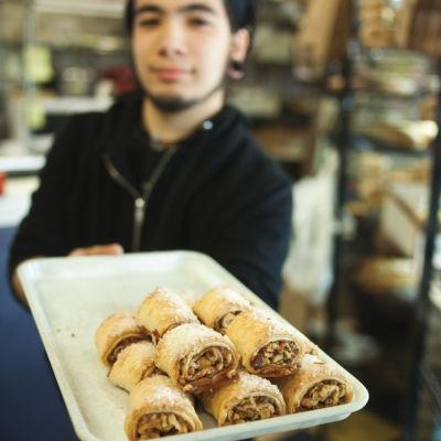 Server at three girls bakery pike place market kjnflx