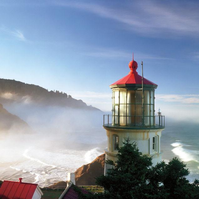 Oregon coast lighthouse j5iwtz