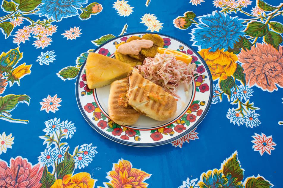 09 121 dining caraquena hc5zum