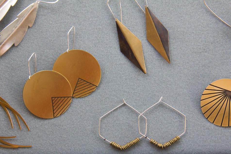 Pyramid earrings it6gzd