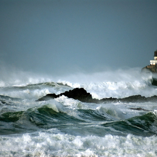 Storm waves lighthouse ks5haz