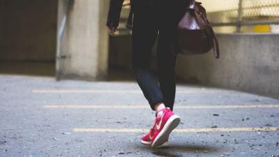 Walking pixabay v2pqpm