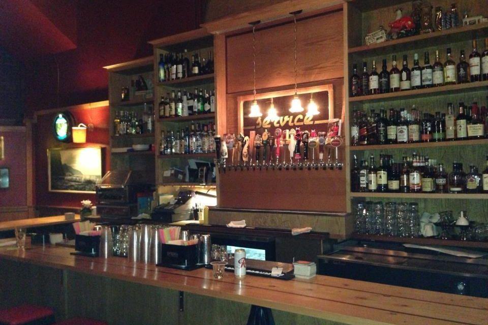 Hillside bar zsqzxv