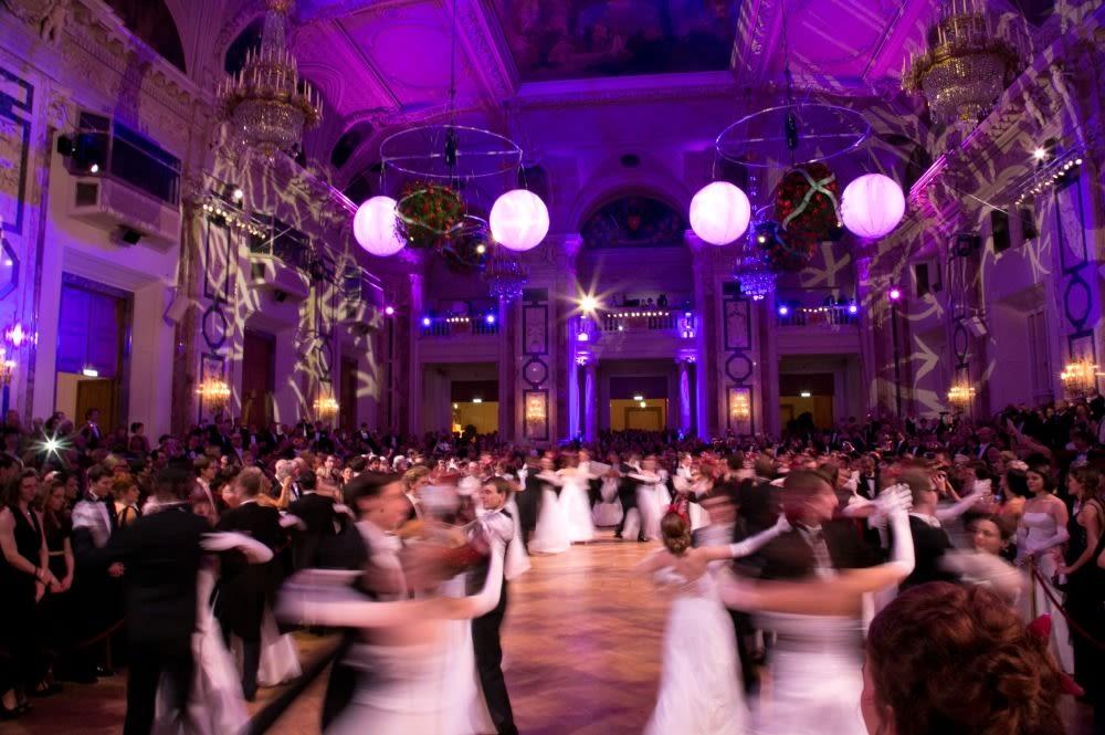 2013 le grand bal der wiener hofburg   eroeffnung festsaal tanzschule elmayer  hofburg vienna foto fayer web rao8wu