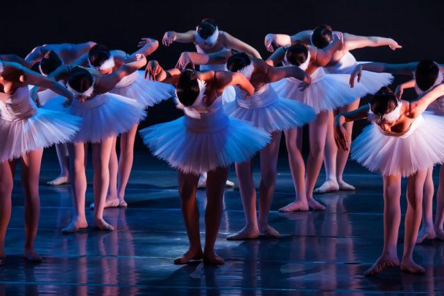 Ballet dancers  by maratr jufhrs