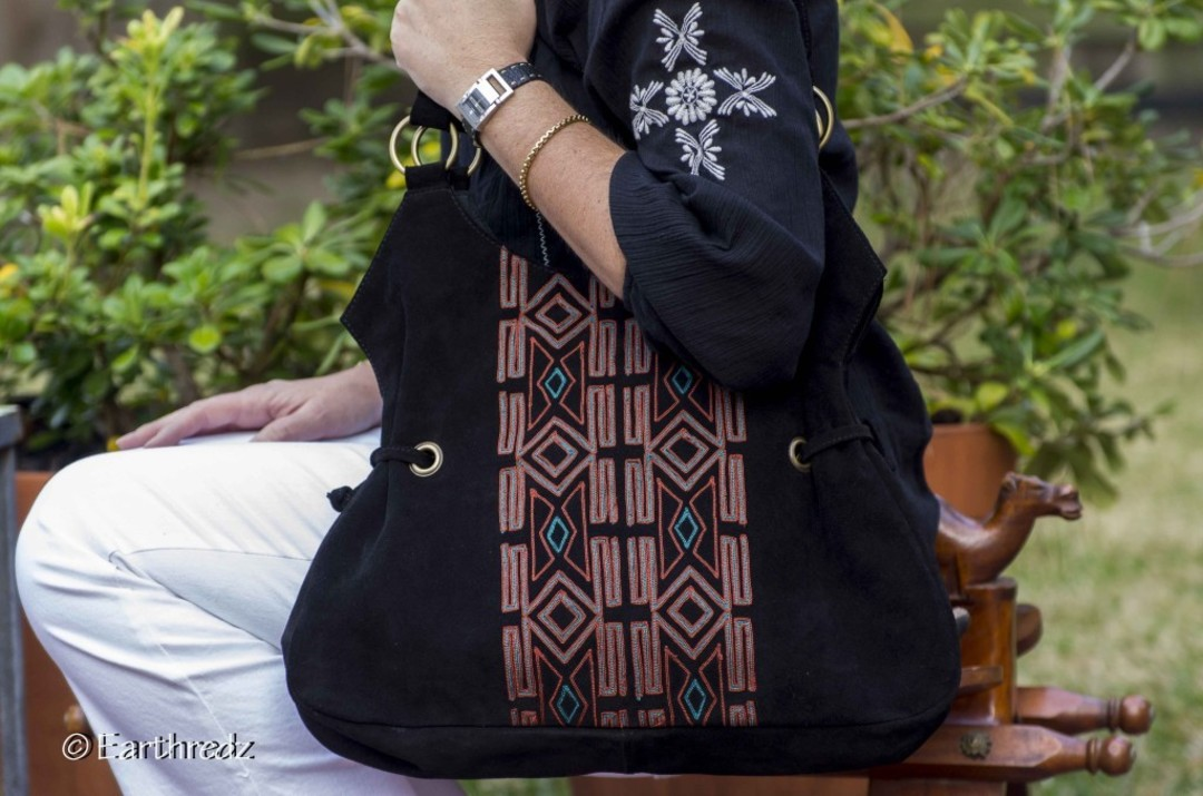 Longtime Fashion Designer Kalpana Peck Was Scanning A Crowded Bazaar In Bangalore 2017 When Vendor Ing Purses And Totes Caught Her Eye
