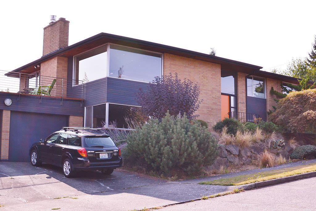 a midcentury home in Rainier Beach