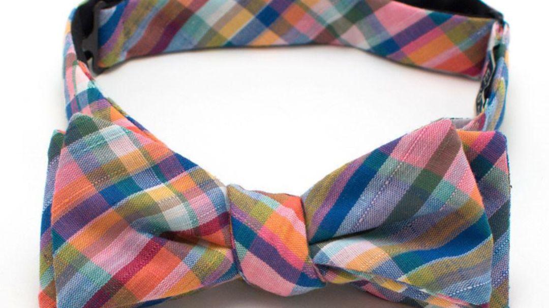 Gk 001795 a bow tie 432c82d5 b509 4ac9 91d4 50efbadea386 c5kqpf