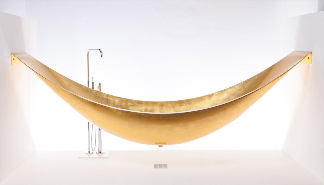 Gold bathtub hohnyx