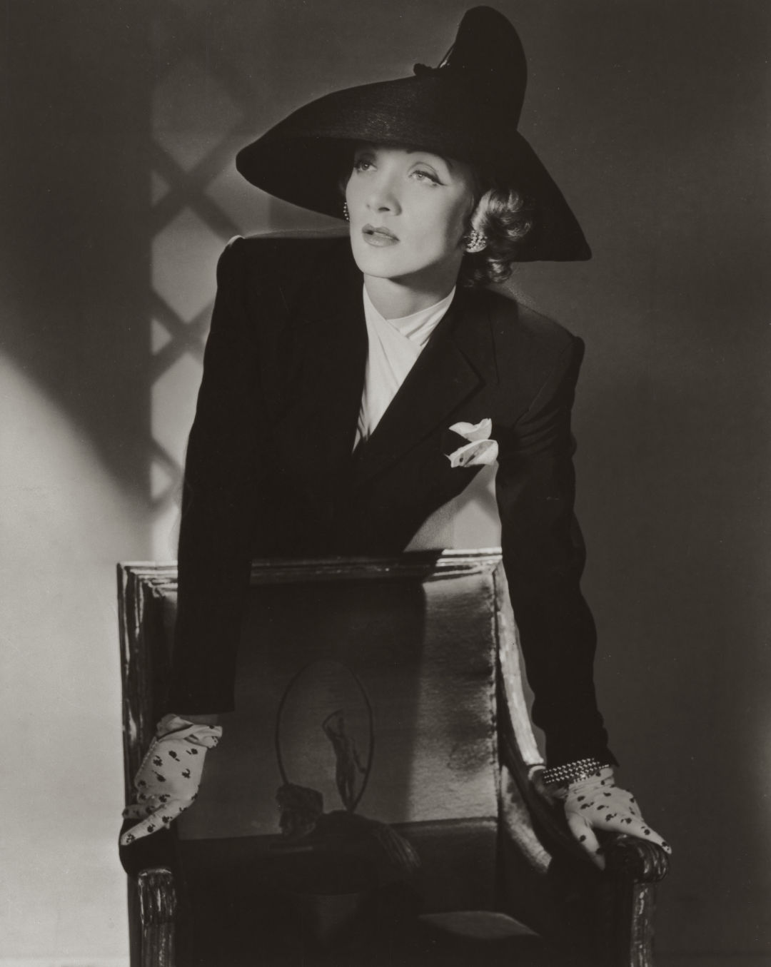 Marlene dietrich  new york  1942     conde nast  horst estate r7eetu
