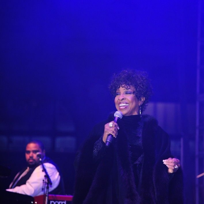 Diamond dreams gala 5 gladys knight performing s2fy4x