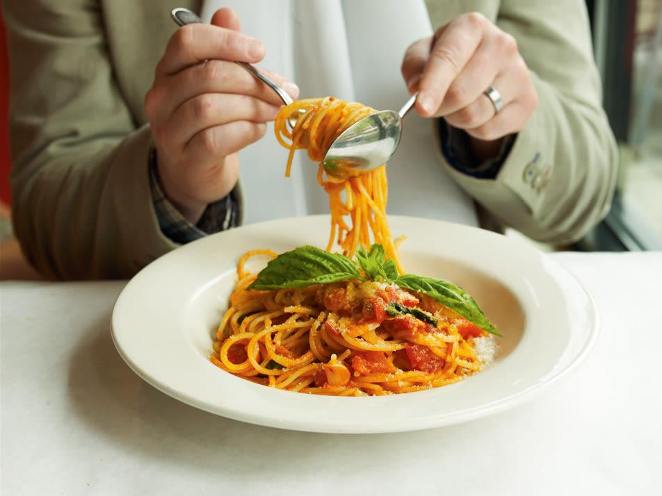 0806 pg077 eats spaghetti h76rym