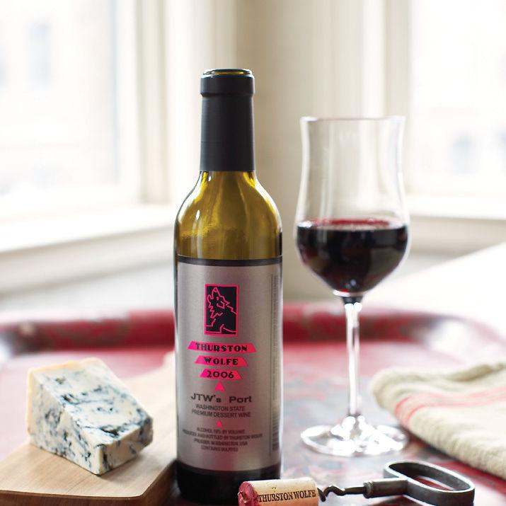 0209 103 pour wine t8oqfh