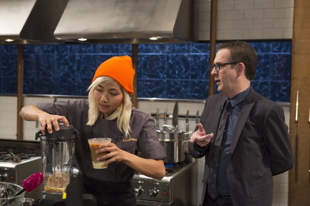 Contestant narumol poonsukwattana and host ted allen on food network s chopped fkfkcl vrjaal